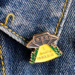 Jewelry - 🎀3/$22🎀 UFO | Pin |